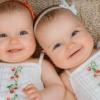 一卵性双子が似てない不思議 影響するのは遺伝子?環境?